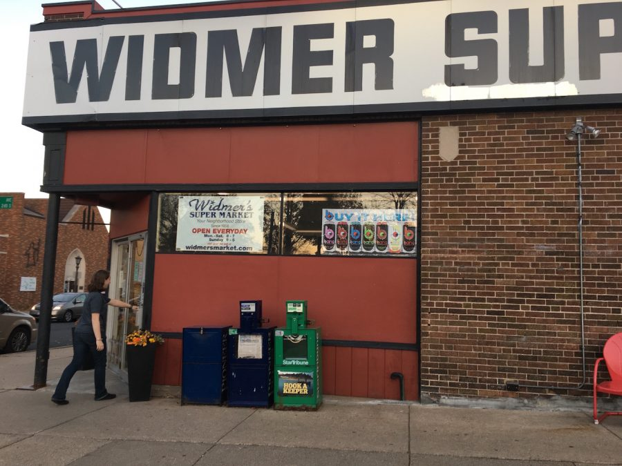 Edie+shopping+at+her+local+grocery+store+Widmer%27s+Supermarket.